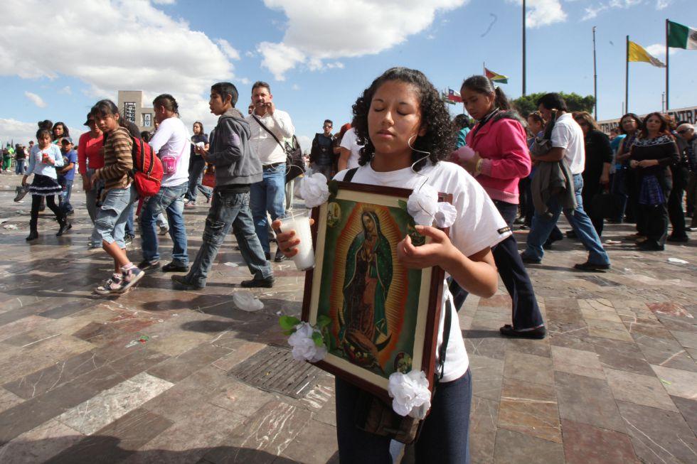 Peregrinos católicos en la Basílica de Guadalupe en DF
