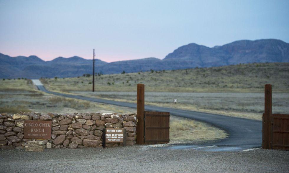 Acceso al rancho Cibolo Creek donde falleció Scalia.