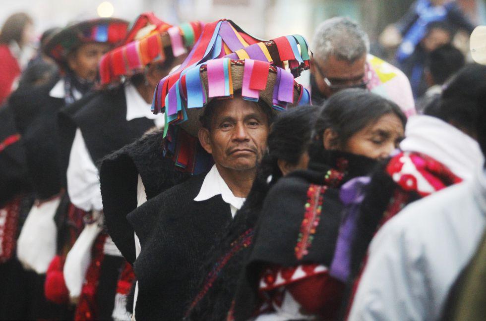 Indígenas chiapanecos en espera del Papa Francisco.
