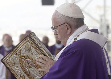 Francisco honra al obispo 'indio'