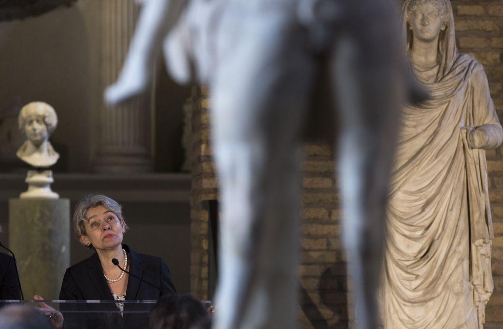 La directora de la Unesco, Irina Bokova, presenta el acuerdo en las termas de Diocleciano.