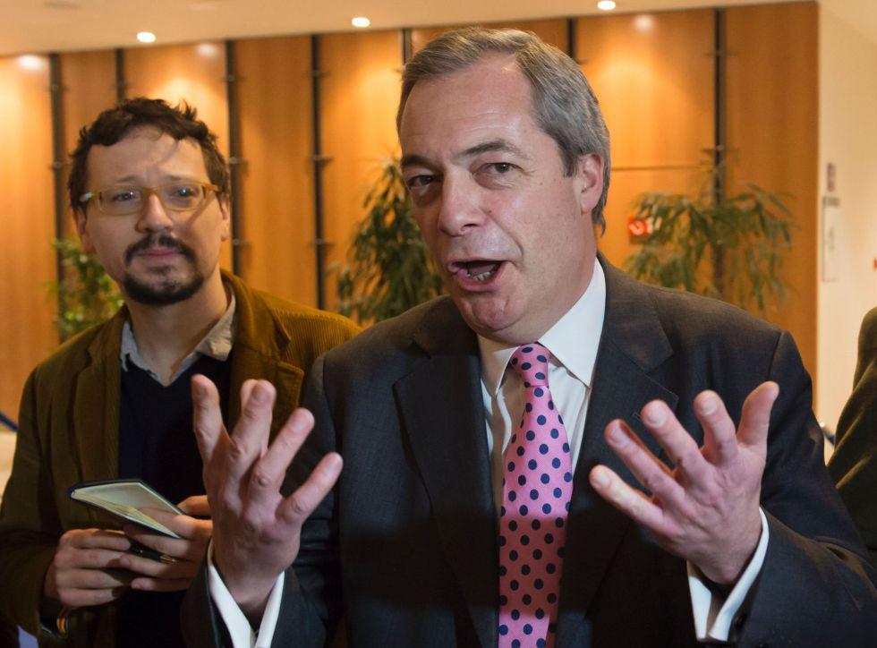 Nigel Farage habla con la prensa en Bruselas, el 16 de febrero.