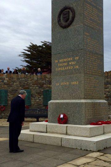 El ministro de Defensa británico visita Malvinas y tensa la relación