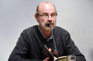 El poeta Eduardo Chirinos.