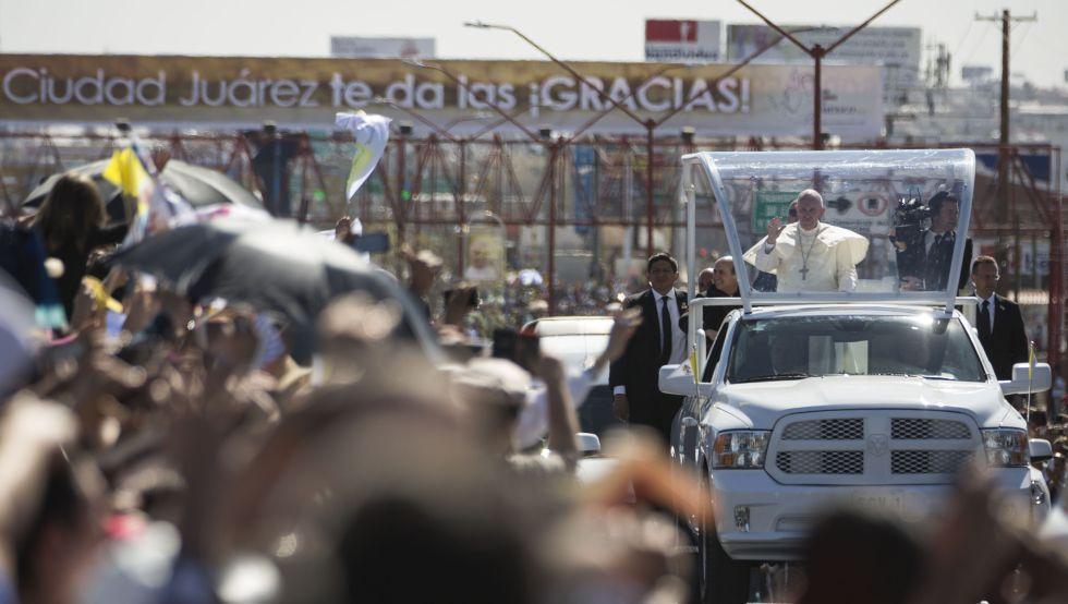 Papa Francisco durante uno de sus recorridos por Juárez