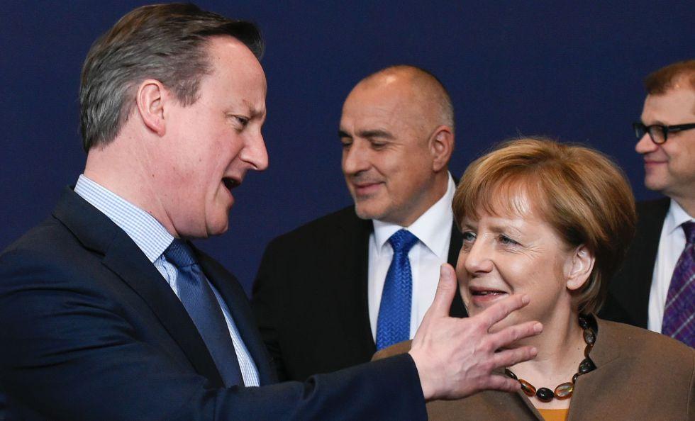David Cameron y Angela Merkel, en la cumbre.