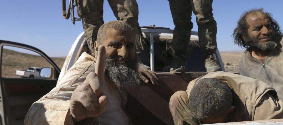 Prisioneros del Estado Islámico en manos de las milicias kurdas sirias.