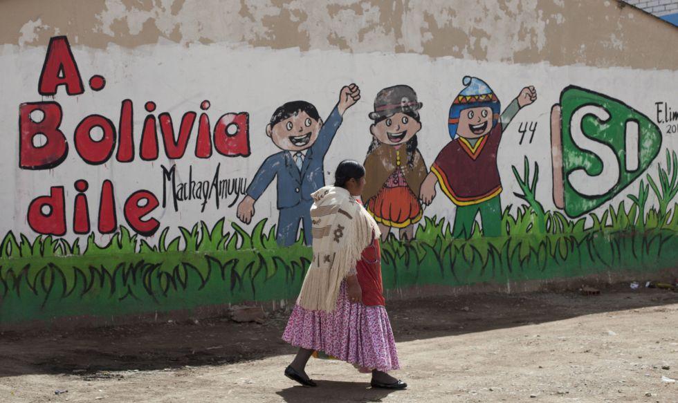 Propaganda a favor de la reelección en las calles de El Alto, Bolivia.
