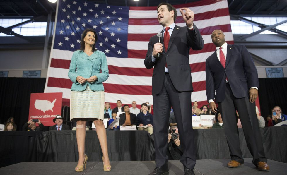Marco Rubio, escoltado por Haley y Scott, el viernes en North Charleston