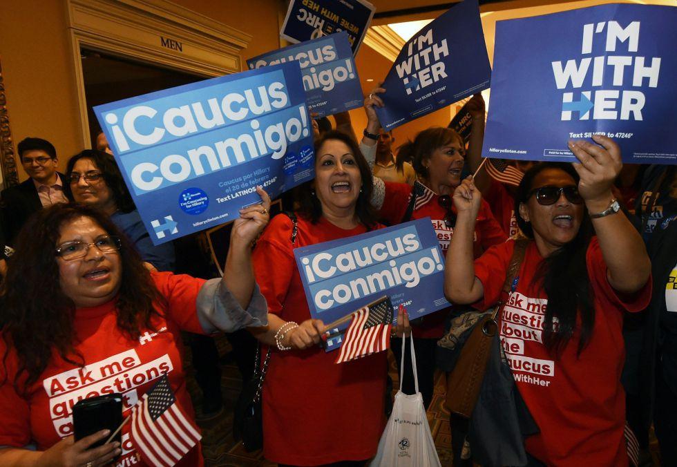 Trabajadoras latinas apoyan a Clinton en Las Vegas.