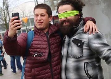 Vecinos de un pueblo alemán celebran el incendio de un centro de refugiados