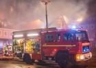 Moradores de cidade alemã comemoram incêndio de centro de refugiados