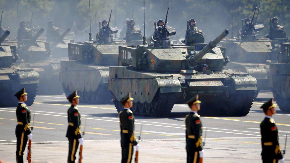 Un batallón de tanques chino marcha en el desfile militar del 70º aniversario del fin de la Segunda Guerra Mundial, el pasado septiembre en Pekín.