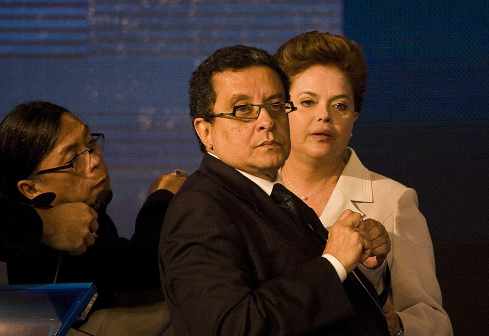 João Santana (en el centro) y Dilma Rousseff en 2010.