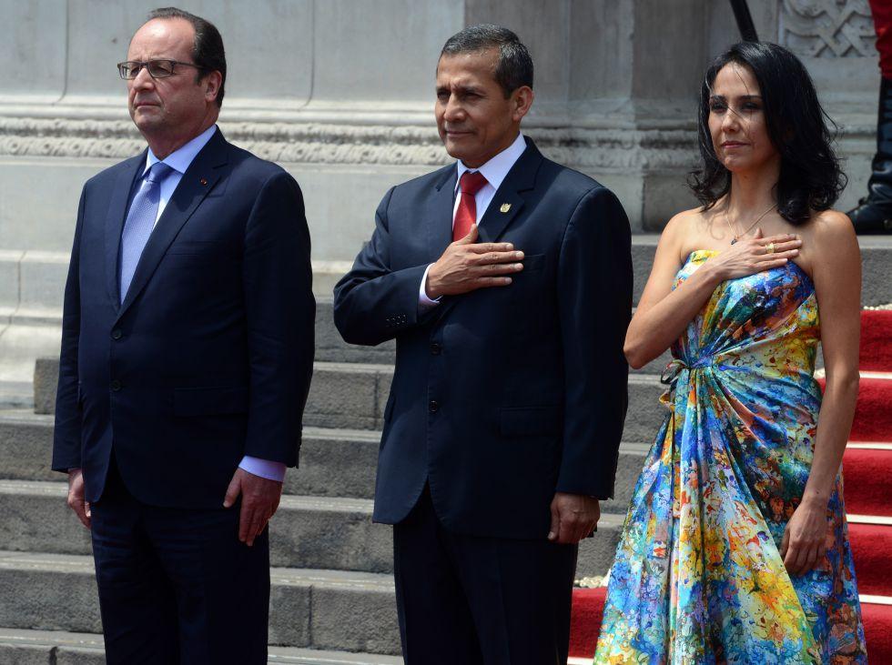 El presidente francés, François Hollande, Ollanta Humala, presidente de Perú, y su mujer, Nadine Heredia.