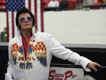 Un imitador de Elvis en el mitin de Trump.