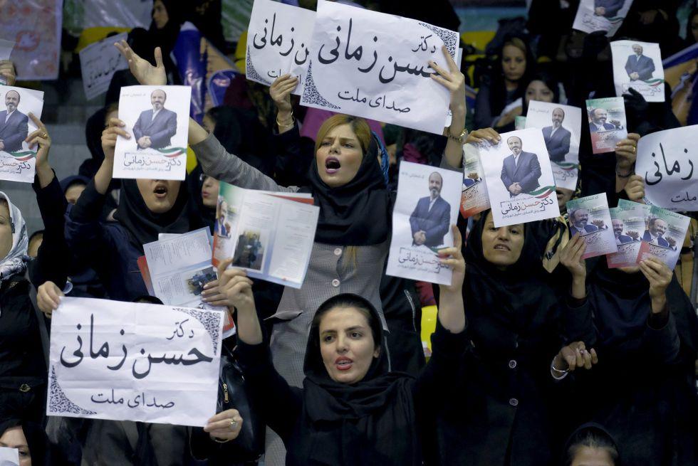 Partidarias del candidato electoral Hassan Zamani, en un mitin celebrado en Teherán el martes.