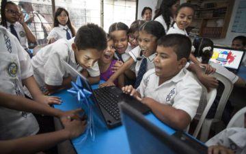 Estudiantes de un colegio público de Colombia