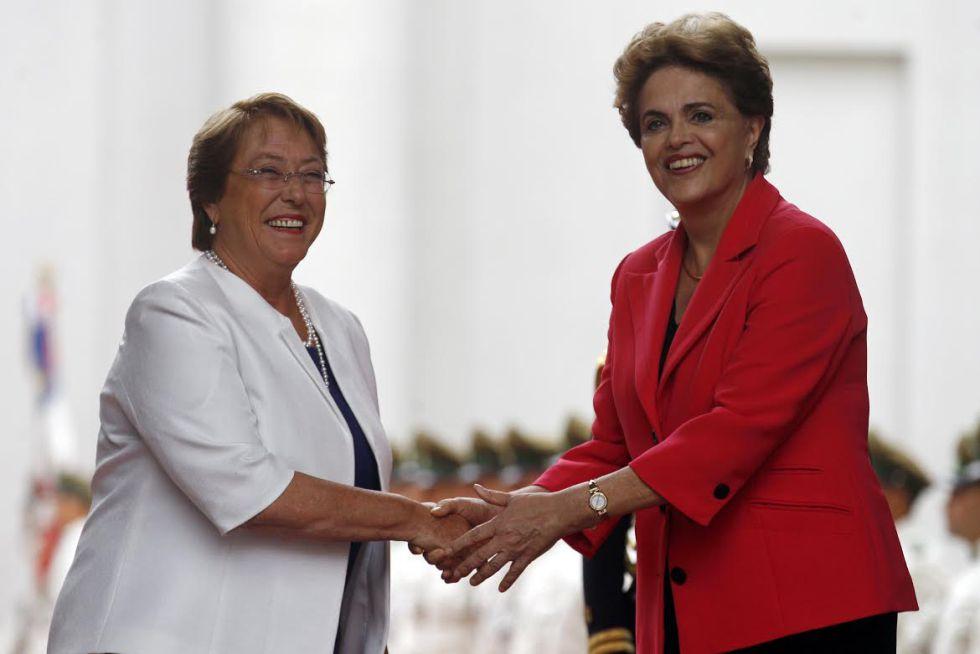 Bachelet (i) y Rousseff, este viernes