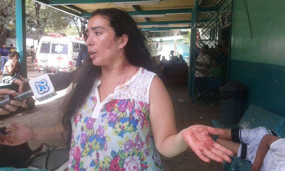La activista Gabriela García denuncia la agresión contra ella y su marido.
