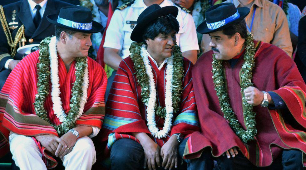 Maduro conversa com Morales e Correa, em uma reunião na Bolívia.