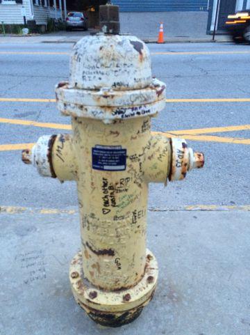 La boca de incendios con dedicatorias
