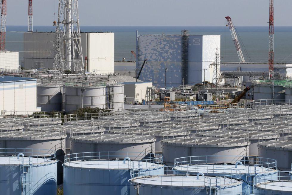 Tanques de agua contaminada son almacenados en la central de Fukushima Daiichi (Japón). EFEArchivo