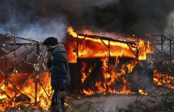 Francia inicia el desalojo de más de mil migrantes en la Jungla de Calais