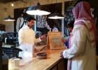 Saudíes detrás del mostrador
