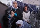Los Balcanes erigen un muro para cortar el flujo migratorio de Grecia