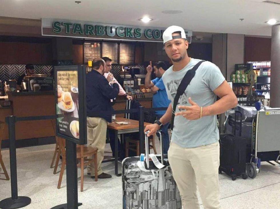 Yulieski Gourriel en el aeropuerto de Miami.