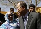 Ban Ki-moon visita a los refugiados saharauis en Argelia