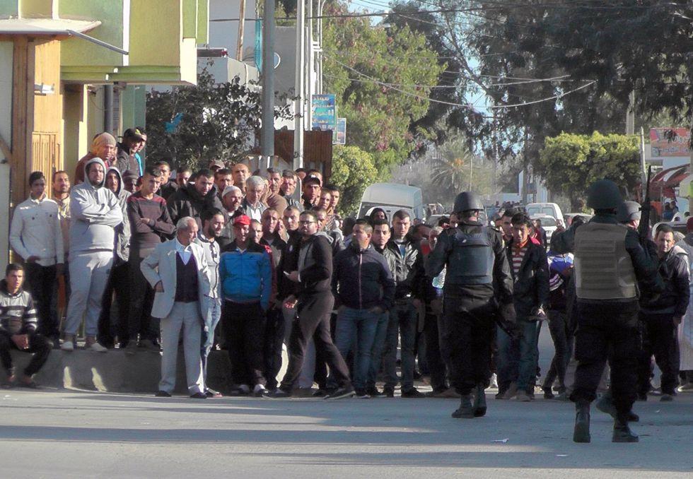 Despliegue de las fuerzas de seguridad en Ben Guerdane este lunes.