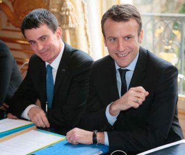 El primer ministro francés, Manuel Valls, y el ministro de Economía, Emmanuel Macron, en su reunión de hoy con los sindicatos.