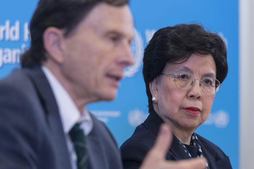 La directora general de la Organización Mundial de la Salud (OMS), Margaret Chan, y el presidente del Comité de Emergencias, David Heymann, en Ginebra el 8 de marzo.