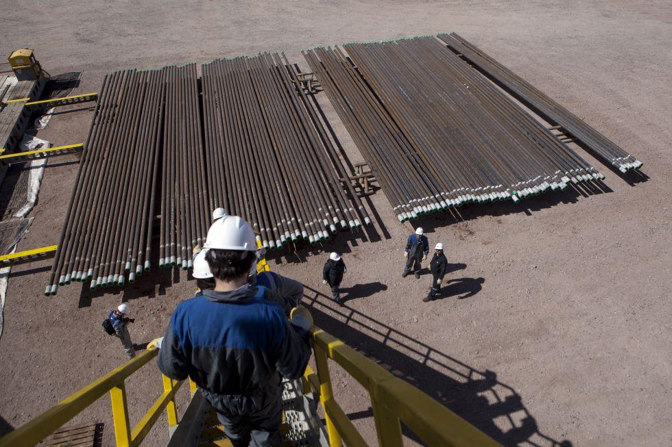 Unos 10.000 trabajadores petroleros confìan en una tregua para evitar más despidos.