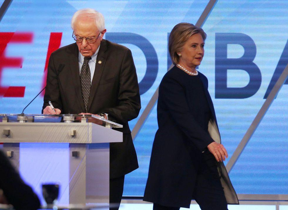 Bernie Sanders y Hillary Clinton durante el debate.