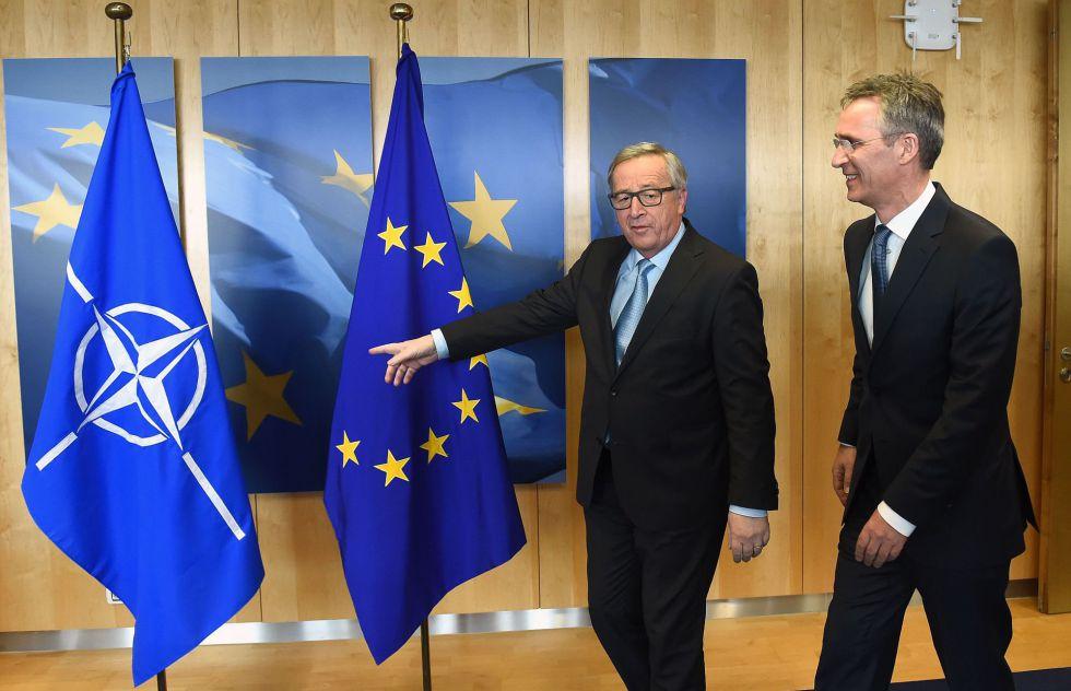 El presidente de la Comisión Europea, Jean-Claud Juncker, junto al secretario general de la OTAN, Jens Stoltenberg, este jueves.