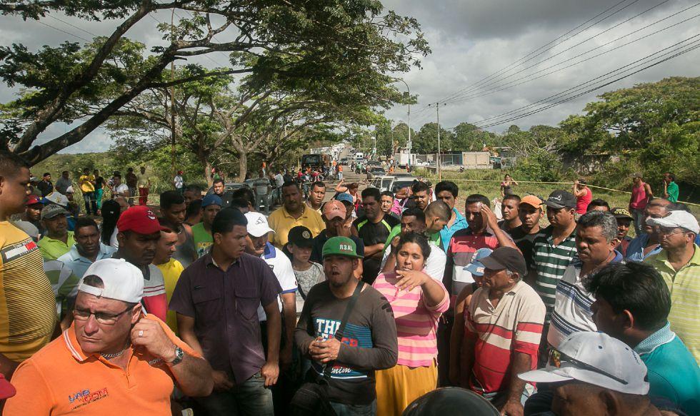 Protestas en Tumeremo por la desaparición de los mineros. rn