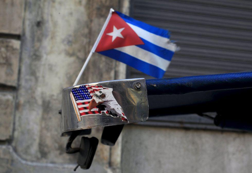 Banderas de Cuba y EE UU en La Habana.