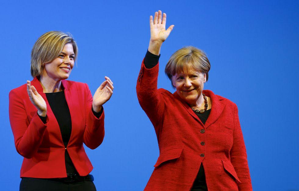 Merkel y la candidata Klöckner tras un mitin en Bad Neuenahr Ahrweiler, el miércoles.