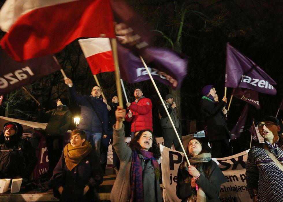 Manifestación contra el Ejecutivo de Szydlo y la reforma constitucional en Varsovia el 10 de marzo.