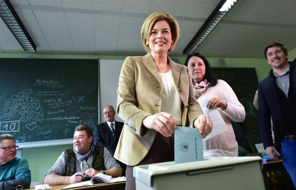 Julia Klöckner, candidata de la CDU en Renania-Palatinado, vota este domingo en Bad Kreuznach.