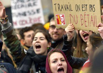 Manuel Valls presenta a los sindicatos una reforma laboral edulcorada