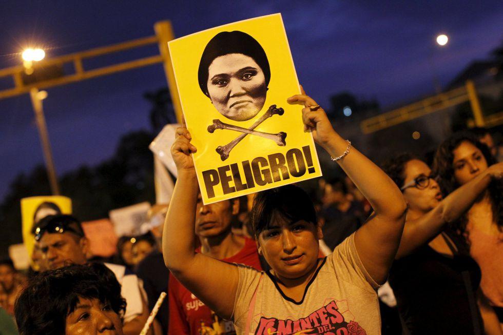 Una de las protestas contra la candidata presidencial Keiko Fujimori.
