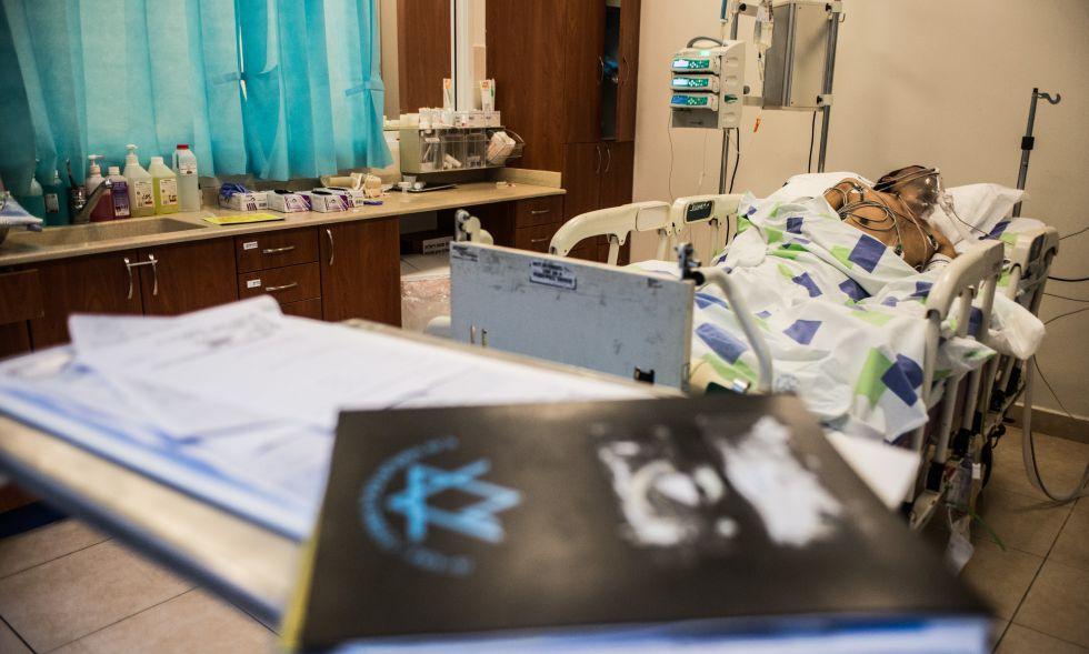 Un herido sirio, en el hospital de Nahariya, en la costa israelí.
