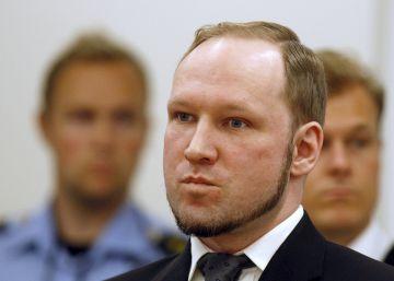 Breivik se presenta ante un tribunal noruego haciendo el saludo nazi