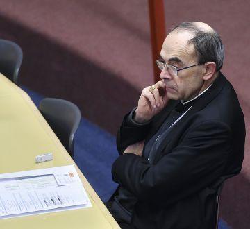 El cardenal Barbarin este martes en la reunión de la jerarquía católica local.