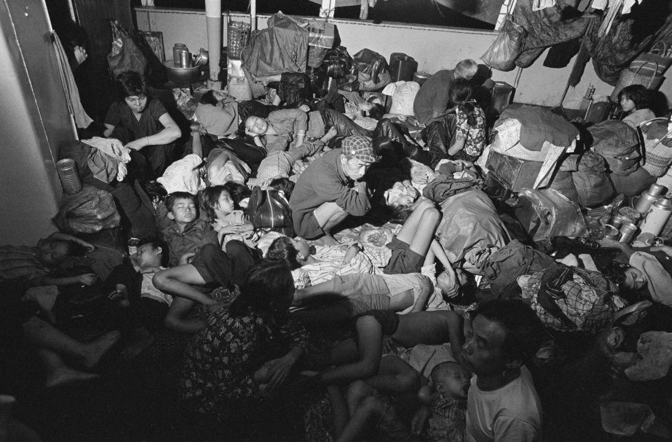 Bodega de un barco con refugiados de Vietnam rechazado por Malasia en 1978.