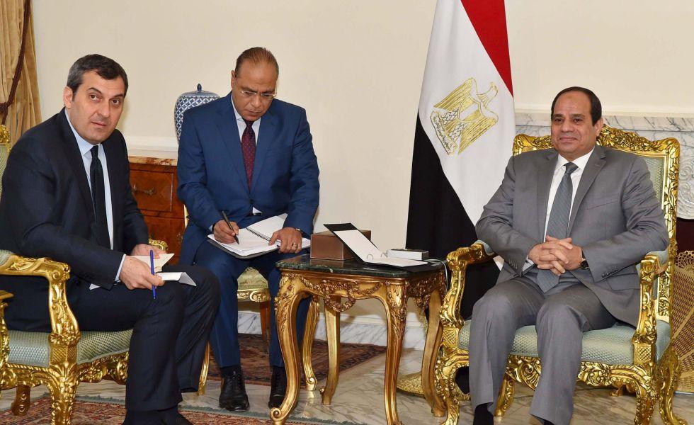 El presidente egipcio, Abdelfatá al Sisi, a la derecha, el pasado miércoles en el palacio presidencial de El Cairo.